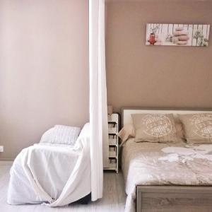 Hotel Pictures: LOCATIONS RIVES DE SEUGNE - De Gaulle, Jonzac