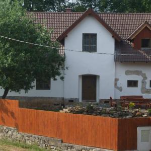 Hotel Pictures: Chalupa v Českém Ráji, Rovensko pod Troskami