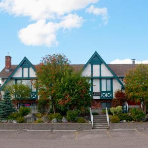 Hotel Pictures: Grama's Inn, Prince George