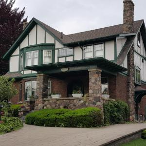 Hotel Pictures: Queens Landing Guest House, Kitchener
