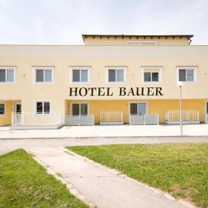 Hotel Pictures: Hotel Bauer, Rauchenwarth