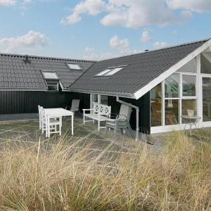 Hotellbilder: Three-Bedroom Holiday Home Nålevej with a Sauna 04, Fanø