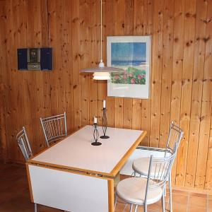 Hotel Pictures: Two-Bedroom Holiday Home Klitrosevej 09, Vesterø Havn