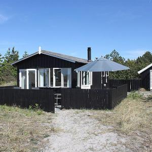 Hotel Pictures: Two-Bedroom Holiday Home Havstien 02, Vesterø Havn