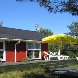 Hotel Pictures: Three-Bedroom Holiday Home Sandstien 09, Østerby