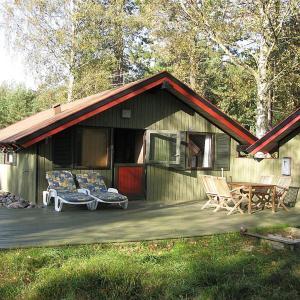 Hotel Pictures: Two-Bedroom Holiday Home Kløvermarken 04, Østerby