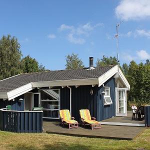 Hotel Pictures: Three-Bedroom Holiday Home Kløvermarken 09, Østerby