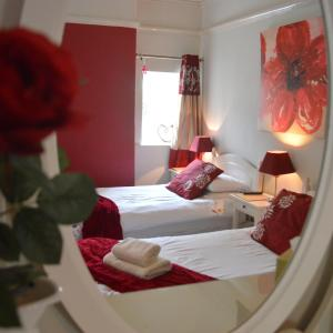 Hotel Pictures: Witchingham B&B, Holyhead