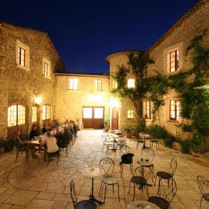 Hotel Pictures: Relais du Silence L'Auberge la Plaine, Chabrillan