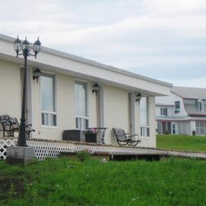 Hotel Pictures: Motel de la Pointe Aux Bouleaux, Baie-Sainte-Catherine