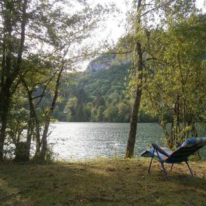 Hotel Pictures: Maison Vacances Pieds Dans L'eau, Thoirette