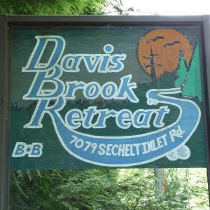 Hotel Pictures: Davis Brook Retreat, Sechelt