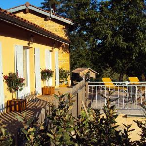 Hotel Pictures: Maison d'Hotes du Vert Vallon, Theizé