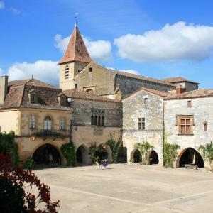 Hotel Pictures: Le Camp De Ferie, Monpazier