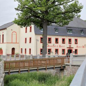 Hotelbilleder: Gasthof und Hotel Roter Hirsch, Claußnitz