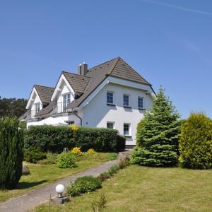 Hotel Pictures: Ferienhaus Achterwasseridyll - FeWo 01, Lütow