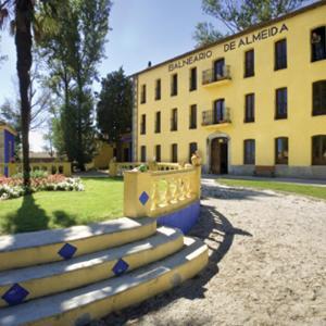 Hotel Pictures: Balneario de Almeida La Dama Verde, Almeida de Sayago