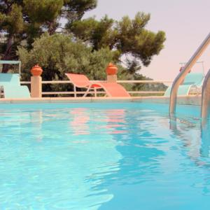 Hotel Pictures: Overlooking Monte Carlo Villa Serrier, La Turbie