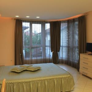 Hotel Pictures: Stela Guest House, Tsarevo