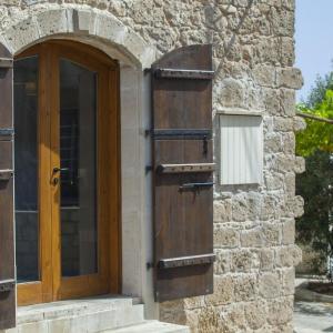 Hotel Pictures: Mesogi Stone Cottage, Paphos City