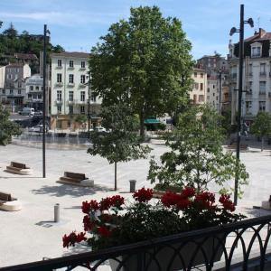 Hotel Pictures: Hôtel du Midi, Annonay