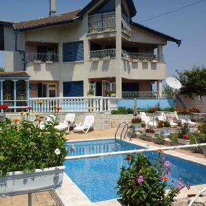 Hotel Pictures: Shabla Blue House, Shabla