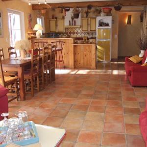 Hotel Pictures: Le Mas de Bel Air, Pierrerue