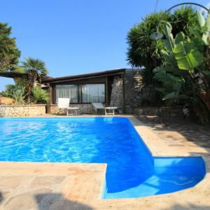 Foto Hotel: Casa Vacanze il Trullo del Merlo, Castrignano del Capo