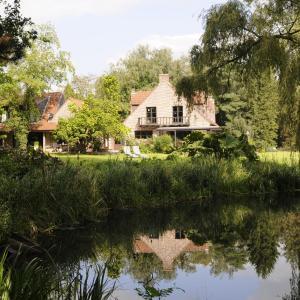 Foto Hotel: 't Vijverhof, Geraardsbergen