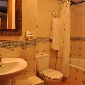 Hotel Pictures: Apartamentos Albarcas, Villares de Jadraque
