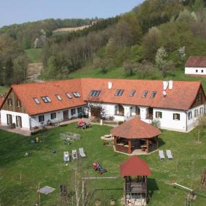 Fotos de l'hotel: Kürbishof Gartner & Ferienhäuser im Weingarten, Fehring
