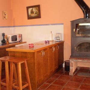 Hotel Pictures: Los Olmos Holiday Home, Fuentidueña