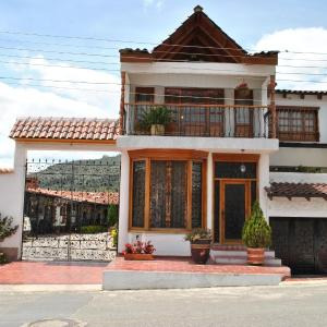 Hotel Pictures: Hospedaje Quinta de Santa Ana, Tibasosa