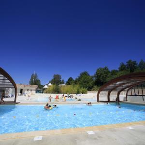 Hotel Pictures: Terres de France - Les Hameaux des Lacs, Monclar-de-Quercy