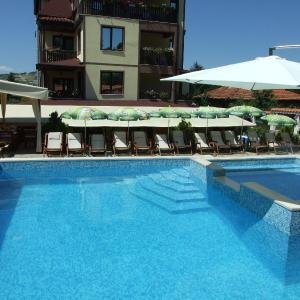 Hotellikuvia: Mitiova Guest House, Strelcha