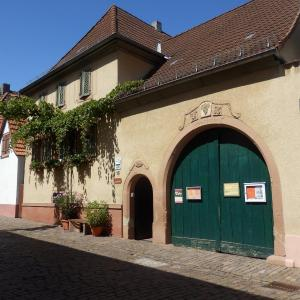 Hotel Pictures: Ferienwohnung Liesel, Rhodt unter Rietburg