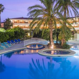Hotel Pictures: Mas Gallau, Cambrils