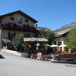 Hotel Pictures: Chalet Les Glaciers, Bramans