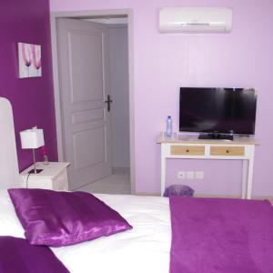 Hotel Pictures: Le Clos des Oiseaux, Saintes