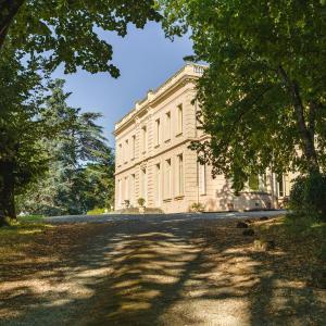 Hotel Pictures: Maison d'hôtes - Villa Les Pins, Lempaut