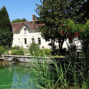 Hotel Pictures: Jardin de Canaan, Saint-Julien-de-Chédon