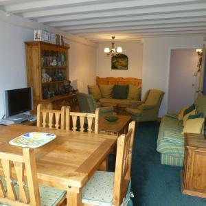 Hotel Pictures: L'Adret, Courchevel