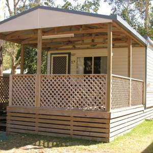 Hotel Pictures: Smugglers Cove Holiday Village, Forster