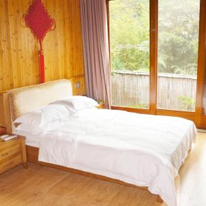 Hotel Pictures: Rehai Health Hot Spring Hotel, Tengchong