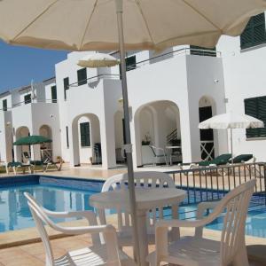 Hotel Pictures: Apartaments California, Cala en Blanes