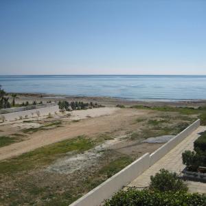 Hotel Pictures: Sandy Beach Apartment 26, Voroklini