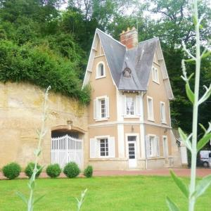 Hotel Pictures: Maison Dans Le Parc Du Château, Larçay