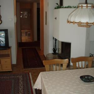 Hotel Pictures: Appartement Rössli, Meiringen