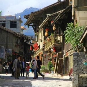 Hotel Pictures: Hailuogou Jinshan Hongshi Inn, Luding