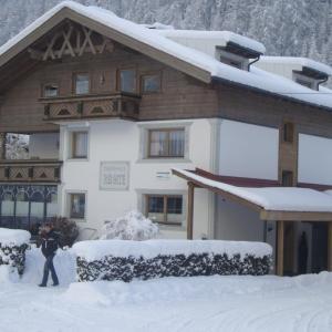 Hotel Pictures: Gästehaus Renate, Längenfeld